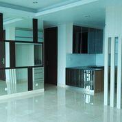 Apartemen Winsor Semi Furnished 3BR Lantai Tinggi