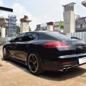 Porsche Panamera S 3.0L Warna Hitam Tahun 2014