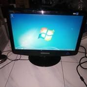 LCD Monitor 16 In Wide Samsung