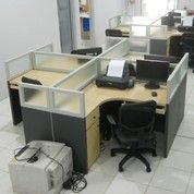 Meja Sekat Kantor Bahan Multiplek HPL