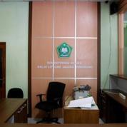 Backdrop Kantor Bahan Multiplek HPL + Furniture Semarang