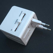Universal Travel Adaptor Kotak With USB Charger UAR03
