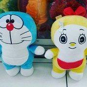 Boneka Standing Kar Doraemon Doremi Berdiri Kantong Ajaib SNI 35 Cm New