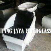 Kursi Keramas Salon Putih Hitam Duduk