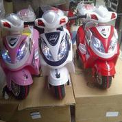 Motor Aki Mainan Anak Vario