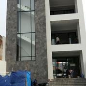 Disewa Ruang Usaha, Bangunan Baru 3 Lantai.