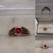 Cincin Emas Dengan Batu Merah