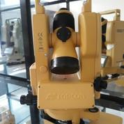 Digital Theodolite Topcon DT 209
