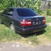 Mobil Toyota Corolla Tahun 2000