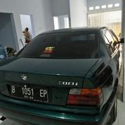 Mobil BMW Series 318i Manual