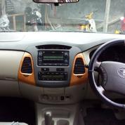 Inova V 2011 AT, Bensin