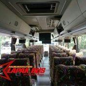 Hino R260 Tahun 2013 Adiputro Full Spek Interior