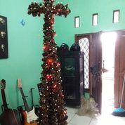 Pohon Natal Bentuk Salib