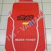Karpet Mobil Universal Motif Mugen Logo Hitam List Putih Dasar Merah