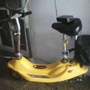 Scooter Elektrik Masih Mulus