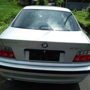Sedan BMW 320i Tahun'94