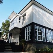 Villa Cantik Dgn Taman Luas Dan Kolam Renang Di Cisarua Puncak