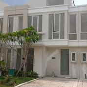 Rumah 2 Lantai Bergaya Minimalis Cocok Untuk Investasi Masa Depan,Grand Pakuwon, Teras Luas,Surabaya