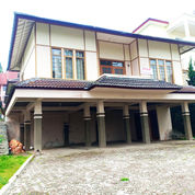 Villa Istana Bunga Lokasi Depan