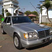 Mercedes-Benz 300E Tahun 1990