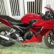 Cbr150r Champion Red 2015