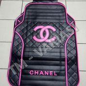 Karpet Mobil Universal Motif Chanel Dasar Hitam Logo Pink Terang