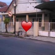 Rumah Dengan Lokasi Strategis Cocok Untuk Membuka Usaha Dan Kantor, Surabaya