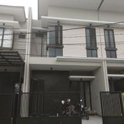 Rumah Cantik Gress Minimalis 2 Lantai Dekat Merr, Row Jalan Cukup Luas, Lingkungan Nyaman , Surabaya