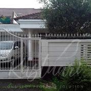 Rumah Cakep Warna Putih, Di Daerah Lebak Bulus Jakarta Selatan