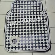 Karpet Mobil Universal Motif DAD Mahkota Garson Kotak Hitam Putih