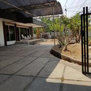 Rumah Jalan Anjasmoro Parkiran Luas Tengah Kota