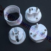 Souvenir Travel Adapter UAR02