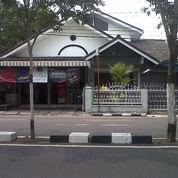 Rumah tinggal plus Toko tepi jalan Protokol Kodya Yogyakarta