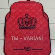 Karpet Mobil Universal Motif DAD Mahkota Garson Dasar Merah Logo Hitam