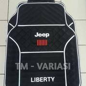 Karpet Mobil Universal Motif Jeep Liberty Dasar Hitam List Putih
