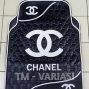 Karpet Mobil Universal Motif Chnel Dasar Hitam Logo Garis Gelombang Putih
