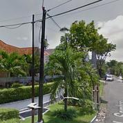 Rumah Usaha Tengah Kota Di Sambas, Surabaya