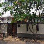 Rumah Tinggal Keluarga. Dekat Akses Citos, Tol, MRT. Strategis