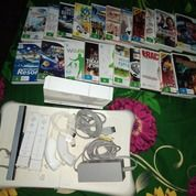 Nintendo Wii Dengan Kondisi Bekas Pakai Lengkap (Tanpa Kardus) Barang Masih Bagus Bisa Cek Di Lokasi