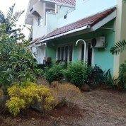 Rumah Siap Huni Hoek 2 Lantai Dalam Cluster Lokasi Asri Di Ciputat.
