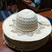 Topi Pantai Pandan