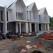 Villa Batu Bonus Kolam Renang