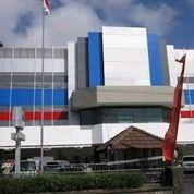 Gedung Supermarket Dan Hotel Di Manyar Kertoarjo Terdiri Dari 3 Lantai