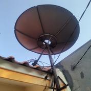 Parabola Venus Termasuk LNB Di Boulevard Hijau Harapan Indah