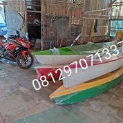 Perahu Kano Warna Warni