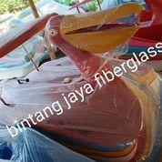 Burung Pelikan Merah Sepeda Air