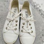 Sepatu Kasual Wanita
