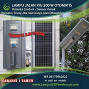 Lampu Jalan PJU Tenaga Surya All In One 200 Watt