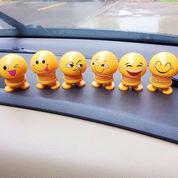 Boneka Perr Goyang Kepala Emoticon Emoji Toys Pajangan Mobil Unik