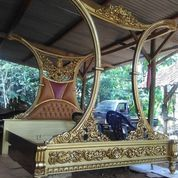 Dipan Queen Elegan Kayu Jati Solid